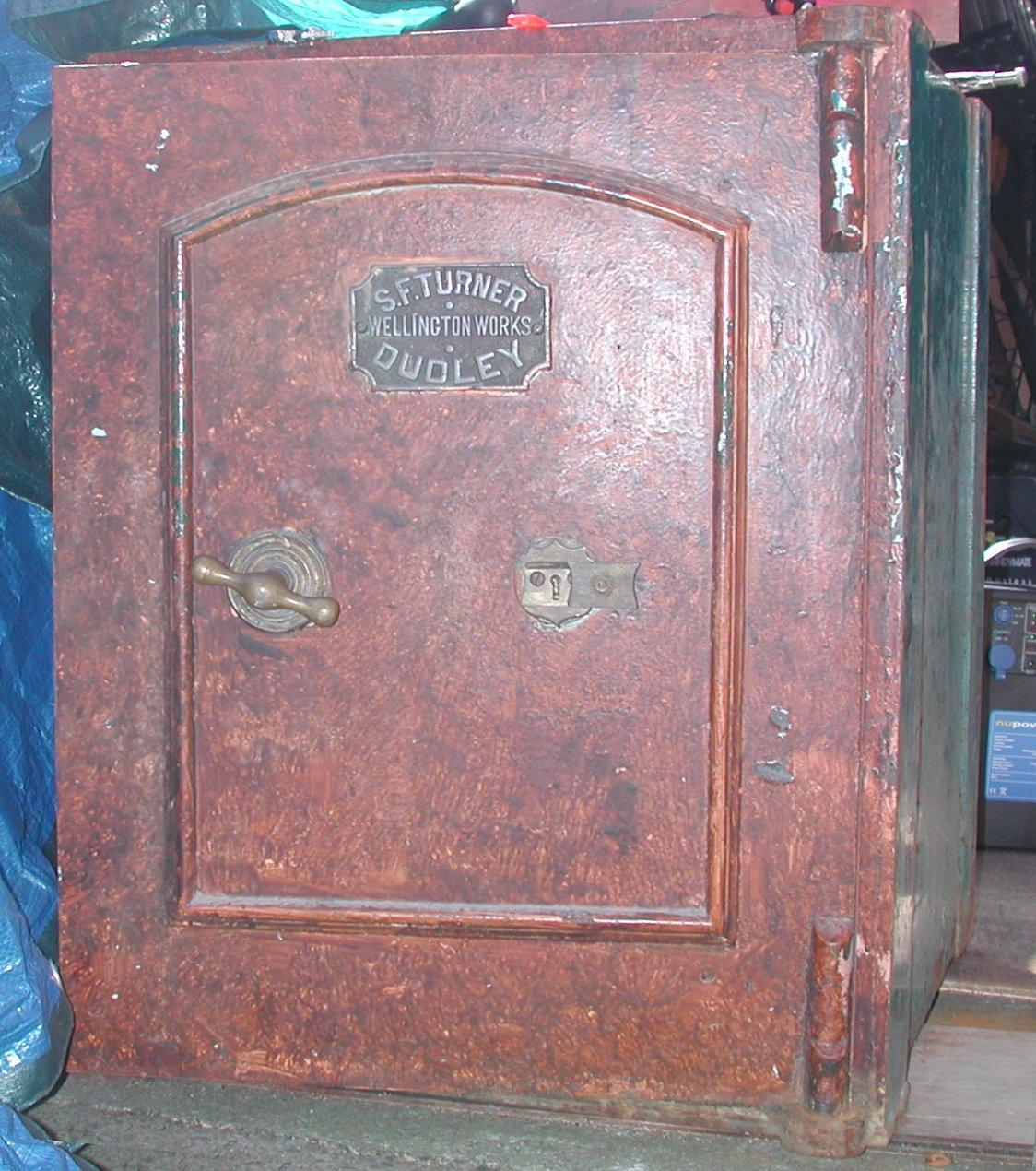 SF Turner Wellington Works Dudley Safe F 1 - S. Griffiths & Sons Safe. Anyone know the age? Co. Histo