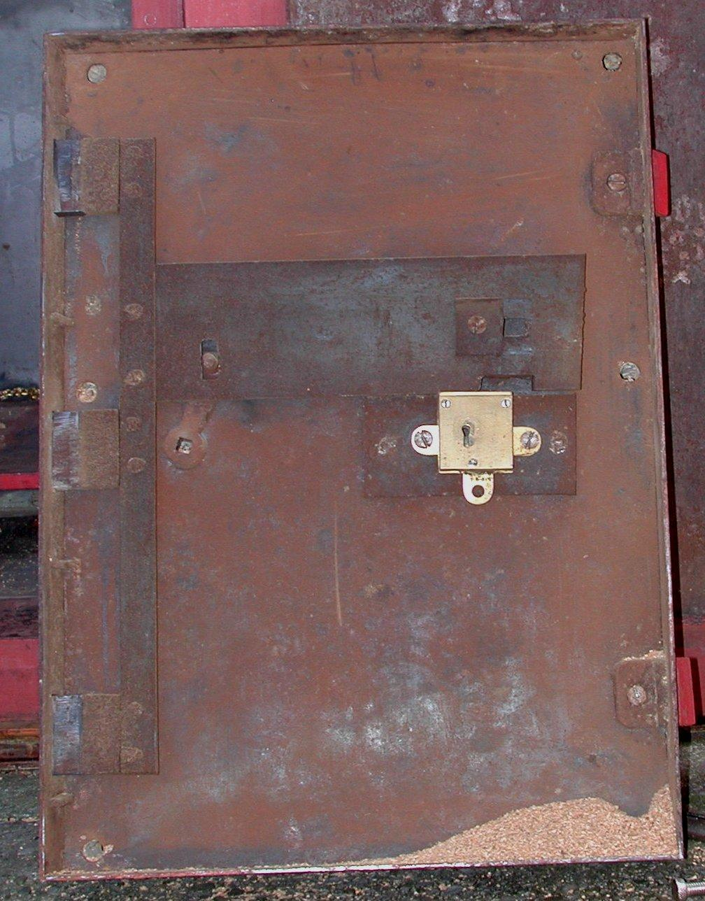 Turner door internals 1 - S. Griffiths & Sons Safe. Anyone know the age? Co. Histo